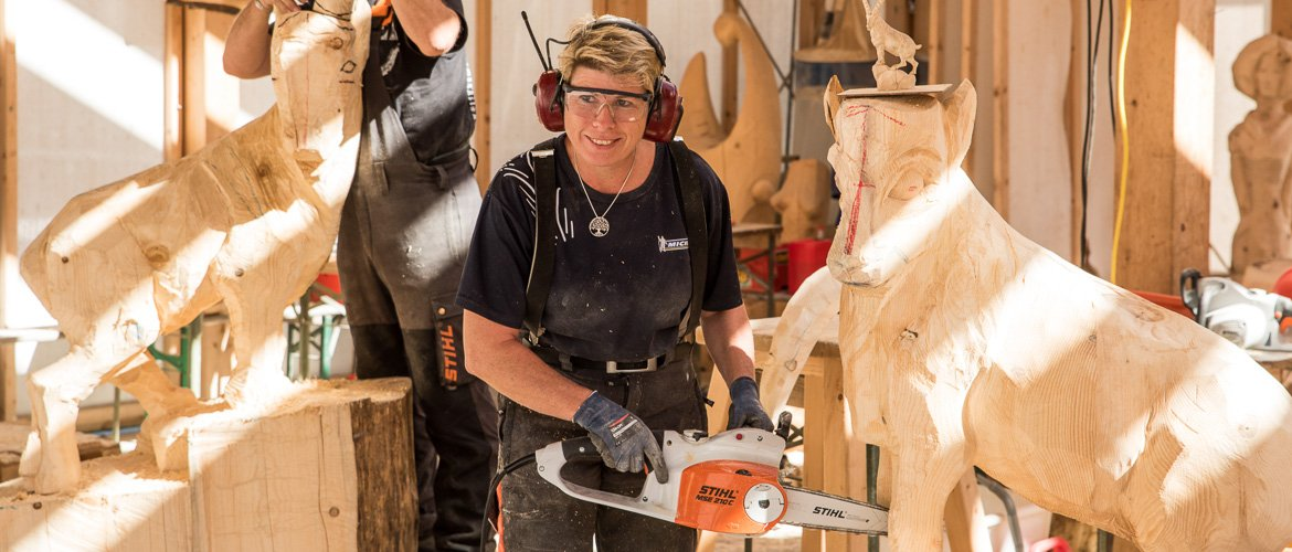 Chainsaw carving woodcarving school geisler moroder