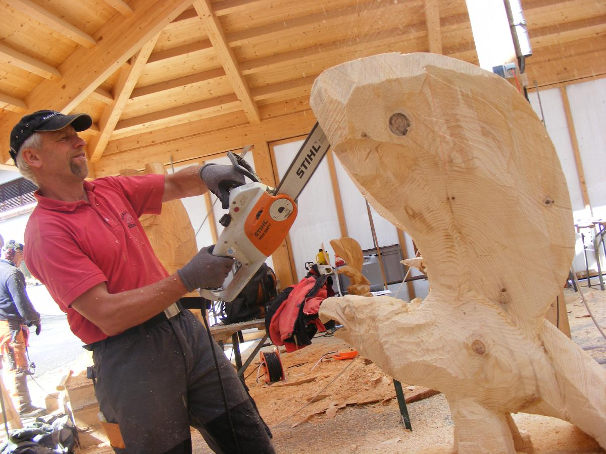 Chainsaw course eagle bear ibex woodcarving school