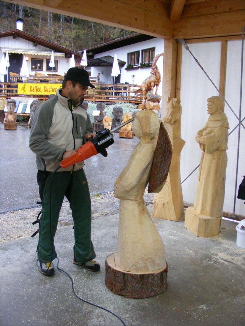 Chainsaw course advent and christmas decorations woodcarving